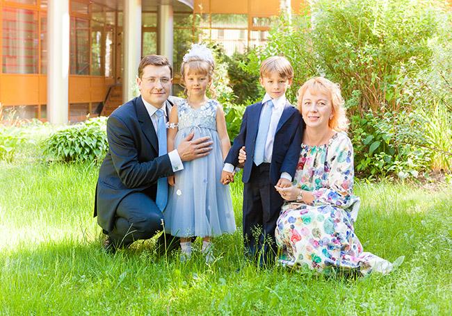 Глеб Никитин с семьей